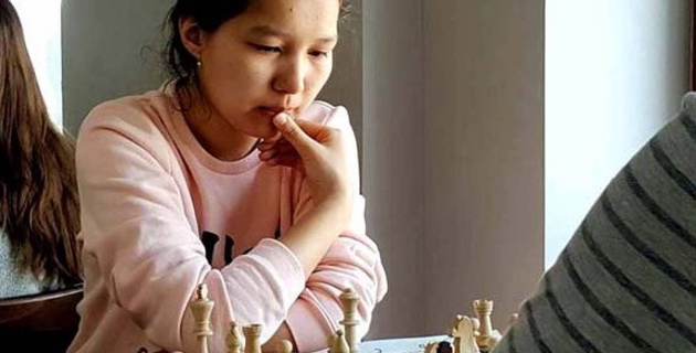 Казахстанки Серикбай и Камалиденова стали чемпионками Азии по шахматам
