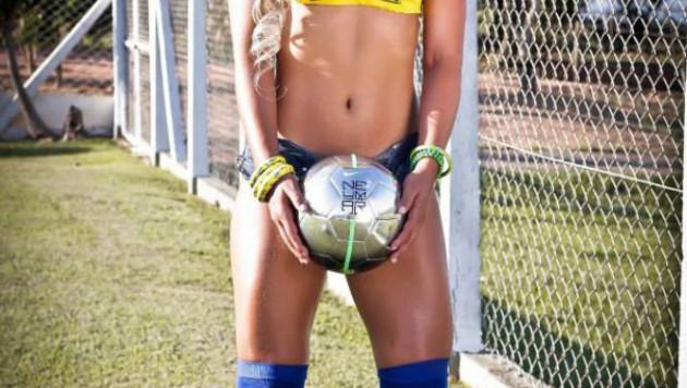 В Бразилии девушка-судья отсудила матч в мокрой майке без нижнего белья