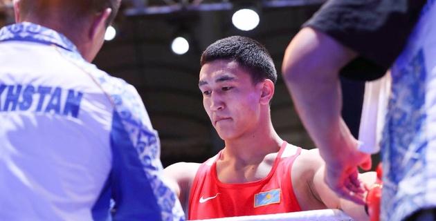 Казахстанец Аманкул проиграл узбекскому боксеру в полуфинале ЧА-2017 из-за досрочной остановки боя