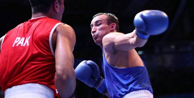 Боксер Альжанов одержал победу в стартовом раунде и первым из казахстанцев вышел в финал ЧА-2017