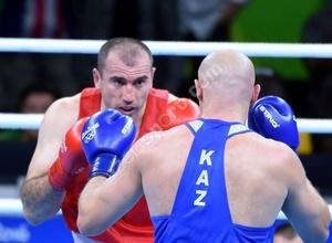 Нокаутировавший Дычко боксер отправил казахстанца Сапарбая в нокдаун на турнире в Баку
