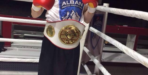 Казахстанский боксер Журавский проиграл решением судей титульный бой в Англии