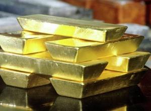 У экс-футболиста сборной Гонконга отобрали чемодан с золотыми слитками на миллион долларов