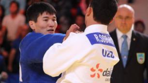 Казахстанец Жумаканов проиграл призеру Олимпиады и стал серебряным медалистом ЧА-2017