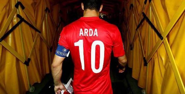 Арда Туран завершил карьеру в сборной Турции после нападения на журналиста в самолете