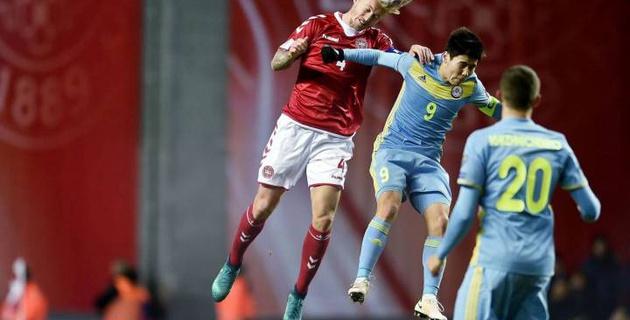 Капитан сборной Казахстана Исламхан получил красную карточку в матче с Данией