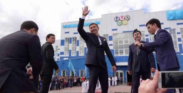 В Майкудуке торжественно открыли подаренный Головкиным детский игровой комплекс