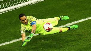 Чилийский вратарь отразил три из трех пенальти в послематчевой серии полуфинала Кубка конфедераций