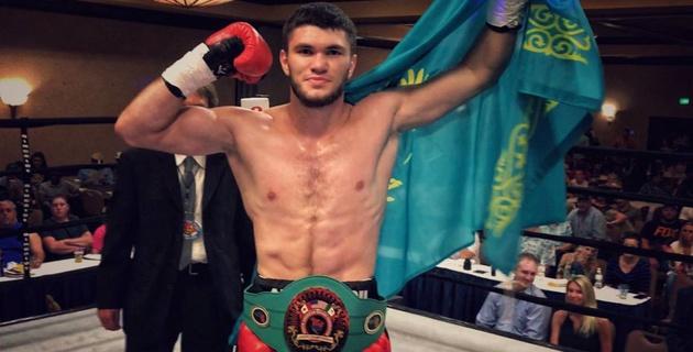 Видео того, как Ахмедов нокаутировал за 1,5 минуты непобежденного американца в титульном бою