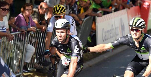 """Кавендиш снялся с """"Тур де Франс"""" после падения по вине Сагана"""
