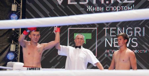 Вызвавший на бой Куата Хамитова казахстанский боксер одержал досрочную победу в рамках вечера бокса Фирузы Шариповой в Астане