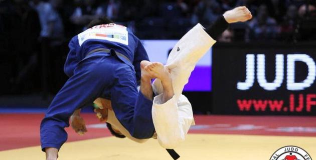 Казахстанский дзюдоист Сметов сложил полномочия чемпиона мира, а Отгонцэцэг продолжит борьбу в полуфинале
