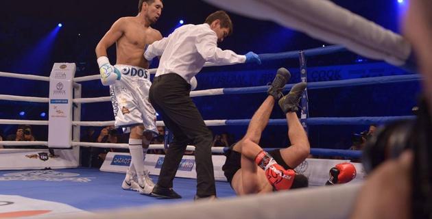 Казахстанец Ербосынулы дважды отправил в нокдаун и заставил сдаться соперника в андеркарте Ислама