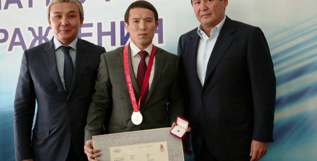 Казахстанский борец спустя девять лет получил серебряную медаль Олимпиады-2008