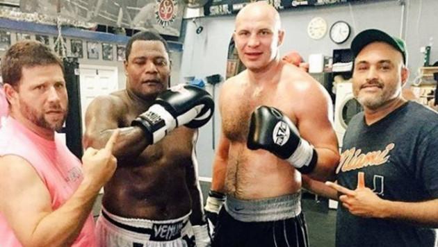 Иван Дычко проводит спарринги с непобежденным кубинцем, который готовится к бою с Уайлдером за титул WBC