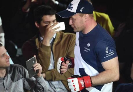 Российский боец ММА Шлеменко потерпел поражение от голландца Мусаси на турнире в США
