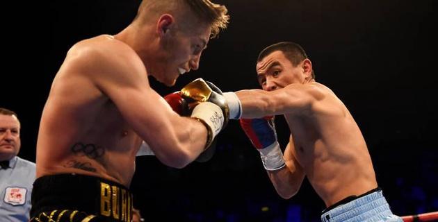 Жанат Жакиянов проиграл Райану Барнетту в бою за титулы WBA и IBF
