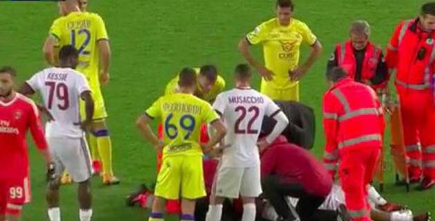 """Защитник """"Милана"""" попал в больницу после удара в голову во время матча"""