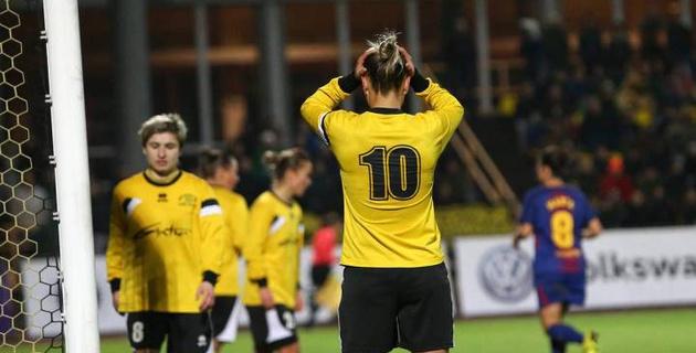 Три футболистки одновременно вышли на пустые ворота в матче Лиги чемпионов и не забили