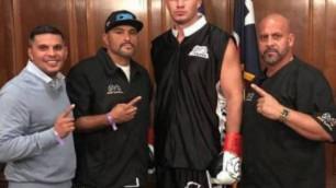 Двукратный бронзовый призер Олимпиад из Казахстана провел мастер-класс для начинающих боксеров в США