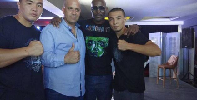 """Менеджер казахстанского боксера объяснил, почему у них """"украли"""" два боя"""