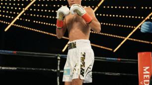 Непобежденный боксер из Казахстана одержал досрочную победу в андеркарте у Ковалева
