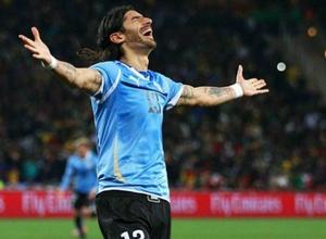 Уругвайский футболист перешел в 26-ю команду в карьере и установил мировой рекорд