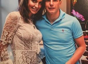 Жена Андрея Аршавина устроила дебош в самолете рейса Москва - Алматы