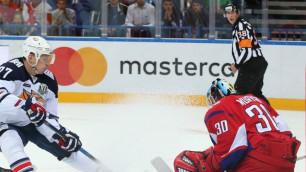 КХЛ дисквалифицировала и оштрафовала российского хоккеиста за бросок шайбы в судью