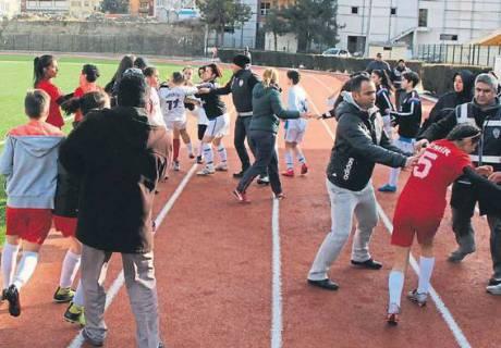 В Турции футболистки устроили массовую драку во время матча