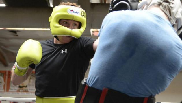 """Нужен крупный агрессор перед реваншем с Головкиным, или как команда """"Канело"""" приглашала второго боксера из Казахстана"""