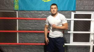 Казахстанский боксер прошел взвешивание перед дебютным боем на профи-ринге