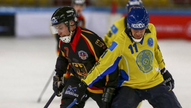 Сборная Казахстана по бенди одержала третью разгромную победу подряд на чемпионате мира
