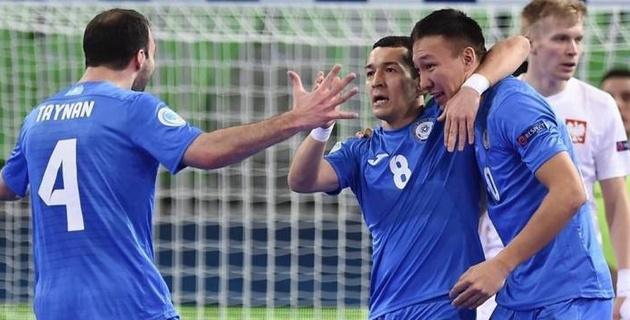Сборная Казахстана забила четыре гола Польше в первом тайме матча Евро-2018 по футзалу