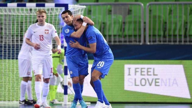 Сборная Казахстана разгромила Польшу в первом матче на Евро-2018 по футзалу