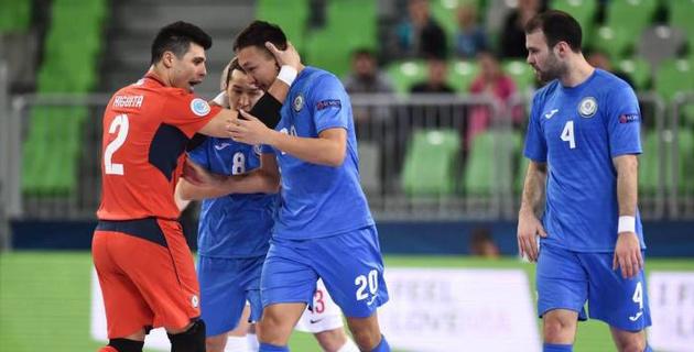 Сборная Казахстана сыграла вничью с Россией и с первого места вышла в 1/4 финала Евро по футзалу