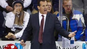 Тренер сборной США взбесился из-за желания российских хоккеистов забить еще шайбу на последних минутах