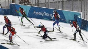 Лидер сборной Казахстана по биатлону Вишневская дважды упала на старте эстафеты на Олимпиаде-2018