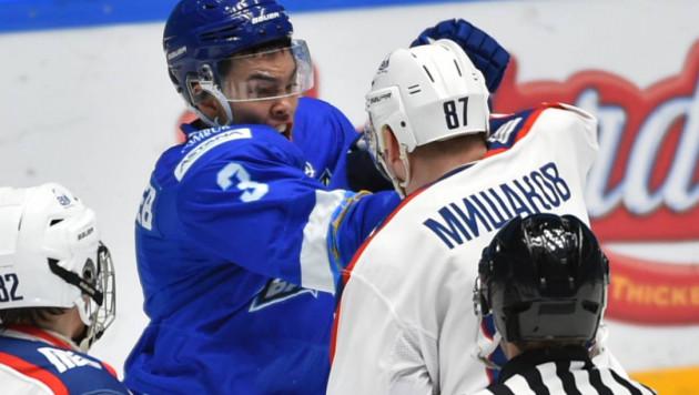 """Будущий Рыспаев? 18-летний казахстанский хоккеист устроил """"махач"""" с российским игроком"""