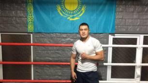 Брутальный нокаут. Видео дебютного боя казахстанского боксера Рысбека на профи-ринге