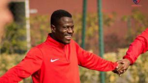 Первый кенийский футболист в Казахстане сравнил свою скорость с Патриком Твумаси