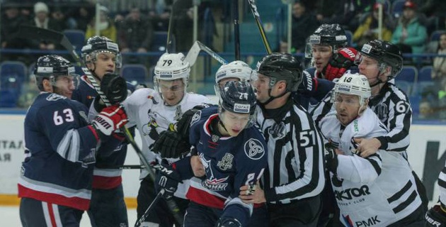 Защитник команды Назарова в стиле Рыспаева нокаутировал двух хоккеистов и получил дисквалификацию на пять матчей
