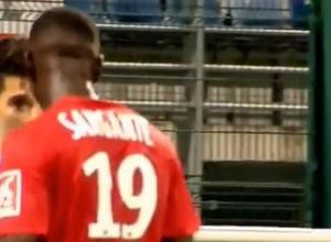 Футболист из французского чемпионата возомнил себя Зиданом и боднул Зинедина в лицо