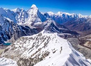 Экспедиция на Эверест. Максут Жумаев поднялся на Айленд-пик