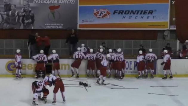 Юные российские и словацкие хоккеисты устроили массовую драку на турнире в Беларуси