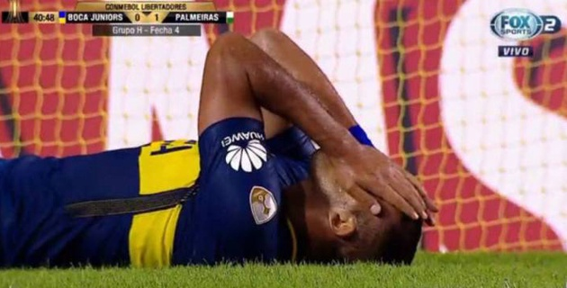 Аргентинский футболист с метра промахнулся по пустым воротам