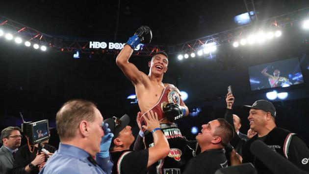 Мексиканец после запрета драться с Головкиным нокаутировал обидчика Котто и стал чемпионом мира