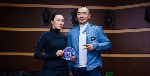 Известный казахстанский дизайнер сошьет эксклюзивный чапан для Бейбута Шуменова