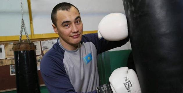 Казахстанский нокаутер супертяжелого веса выступит в андеркарте чемпиона мира