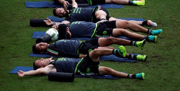 В сборной Мексики оценили оргию футболистов с 30 проститутками перед вылетом на ЧМ-2018